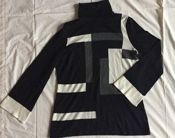 Funky Vintage Turtleneck Sweater - Size M