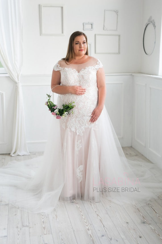 Plus size wedding dress, beautiful vintage wedding dress