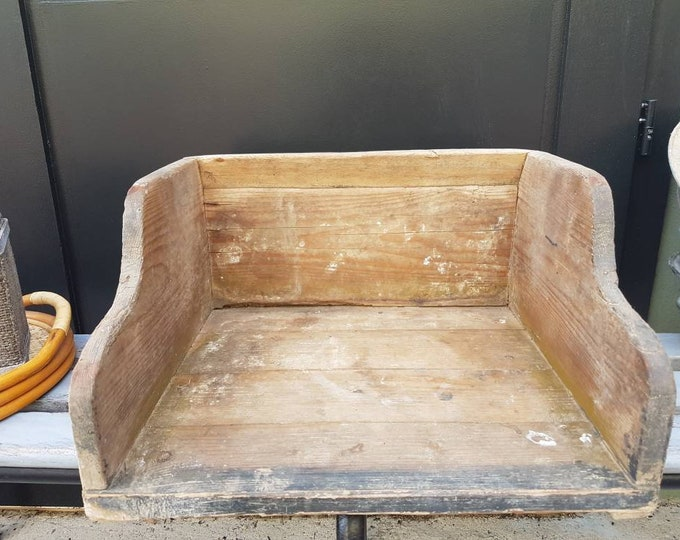 Laundry case, also called washing box or coach.