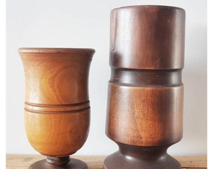 Duo wooden vases