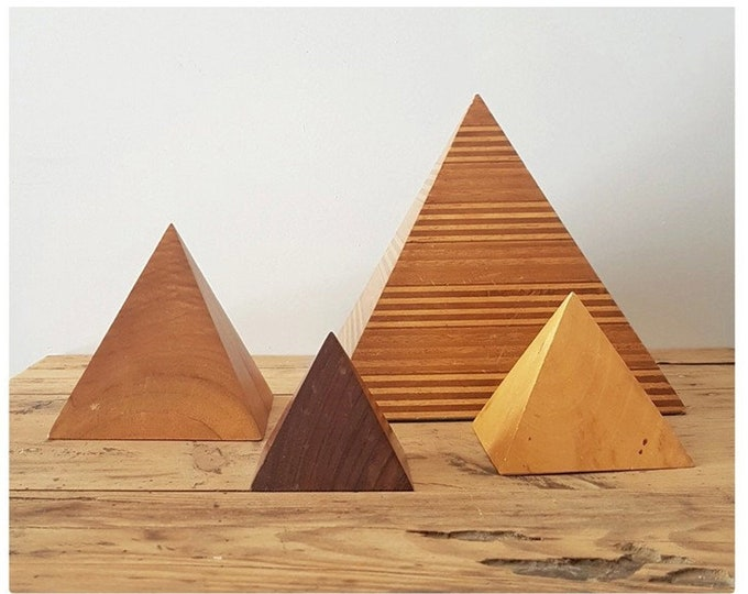 Set wooden pyramids