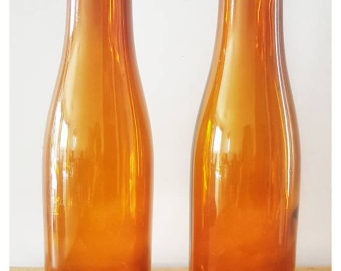 Duo vintage bottles