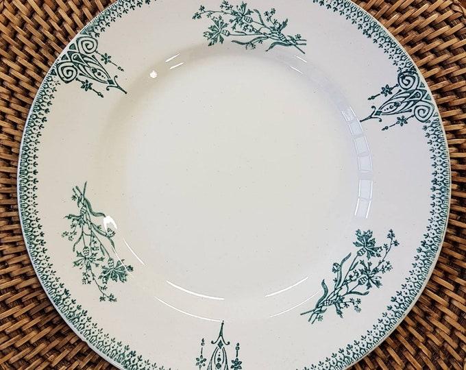 Service 8 St Amand earthenware plates