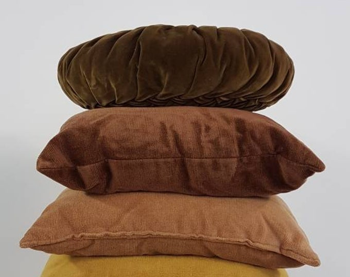 Retro cushions set