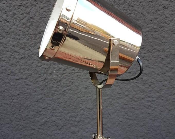 Lamp spot tripod