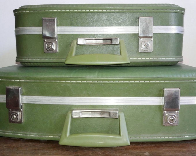 Duo vintage suitcases