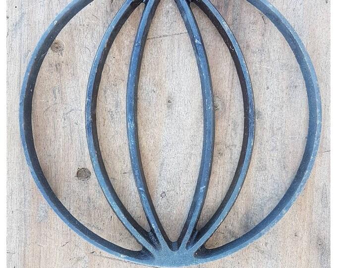 Under the plate vintage metal