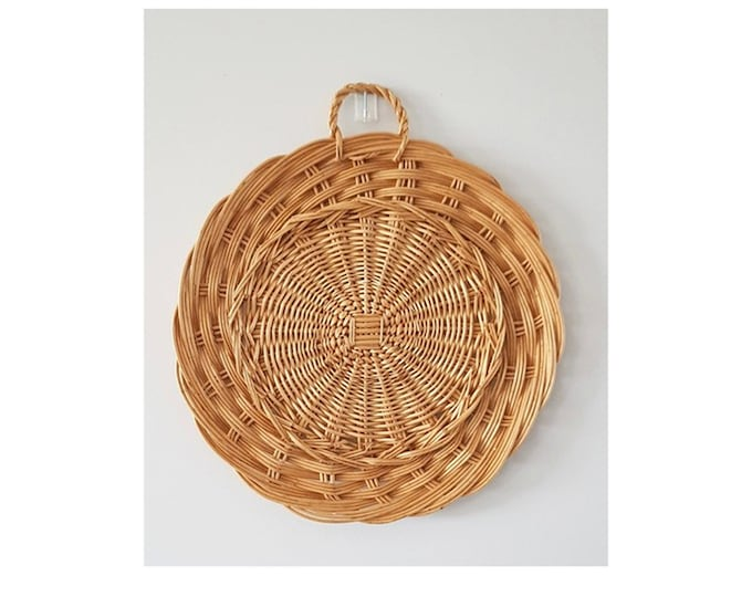 Rattan round to hang