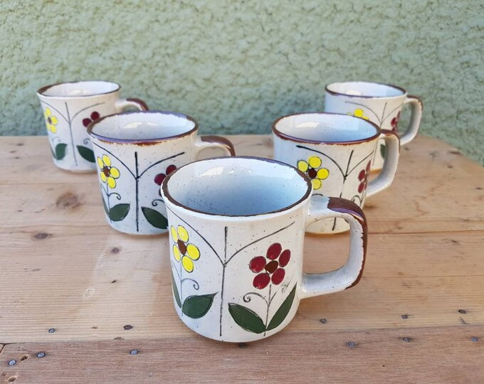 Set 5 vintage cups