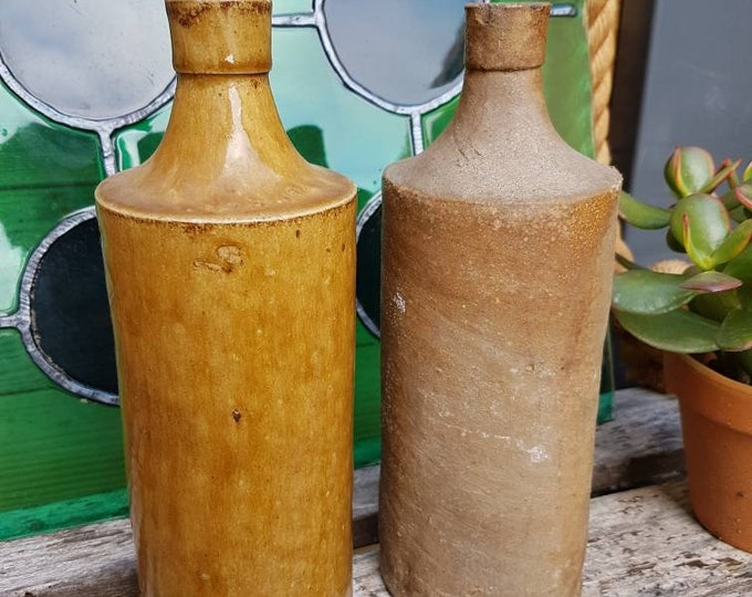 Duo sandstone bottles