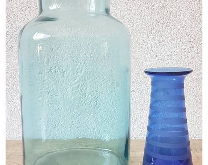 Duo blue vases