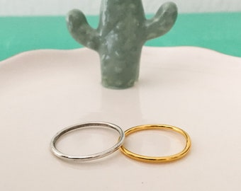Simple ring in silver or gold plated