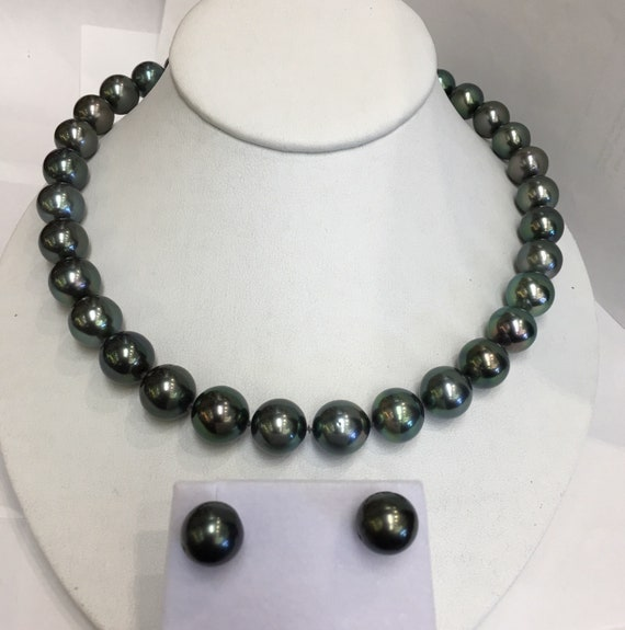 "Fine Quality Tahitian South Sea Pearls  Great Luster and Color   14k Gold Clasp   17""  Peacock Black Color"