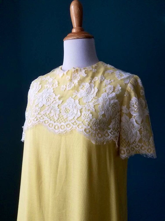 50s / 60s Vintage Yellow Mod  Linen and Lace Shift