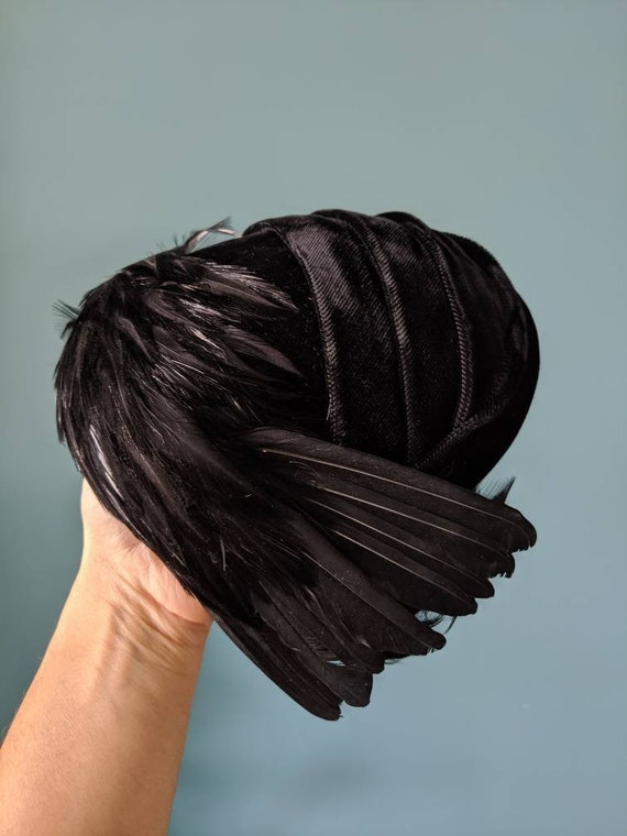 Vintage 40s Black Velvet and Raven Feather Cloche