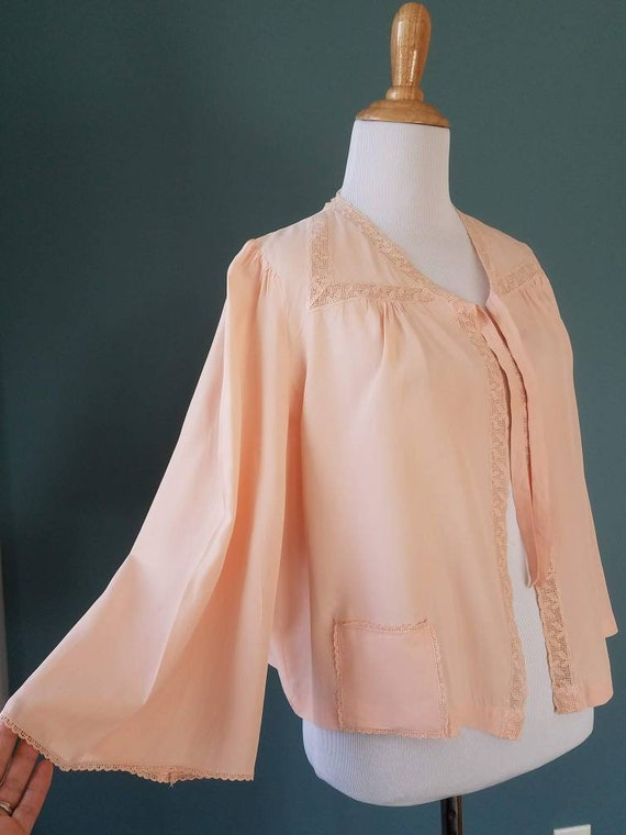 1940s // 1950s  Blush Pink // Peach Lace Bed Jack… - image 3