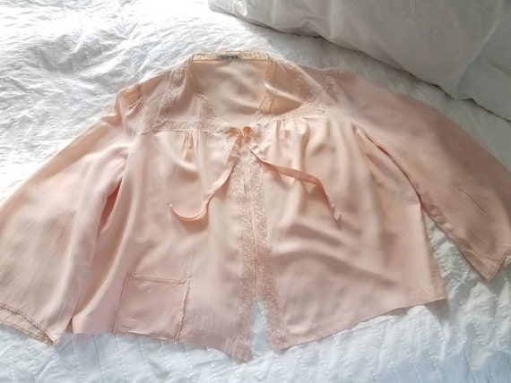 1940s // 1950s  Blush Pink // Peach Lace Bed Jack… - image 4