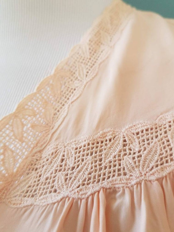 1940s // 1950s  Blush Pink // Peach Lace Bed Jack… - image 7