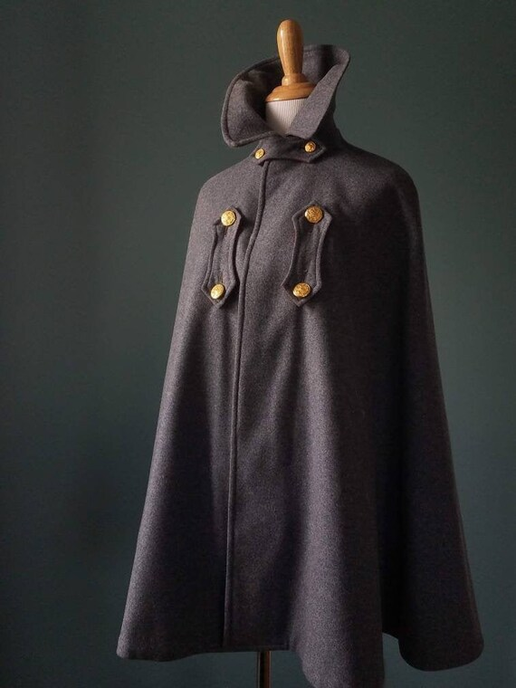 RARE! 1900's Victorian Wool Nurse Cape/Cloak - image 2