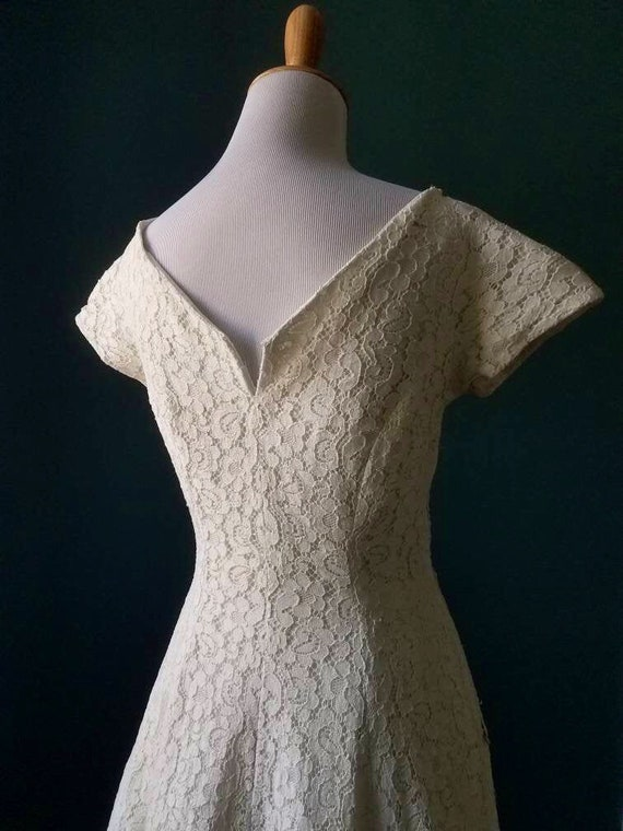 Vintage 40s / Vintage 50s White Lace Dress / Gown