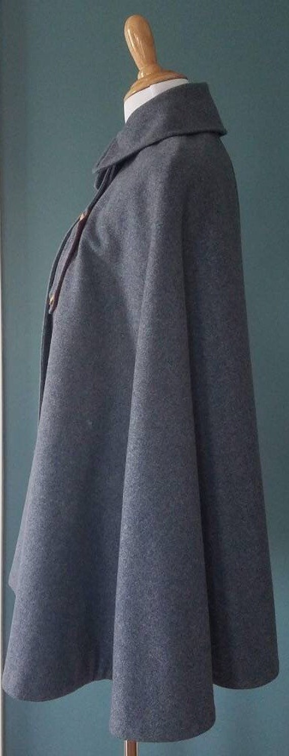 RARE! 1900's Victorian Wool Nurse Cape/Cloak - image 6