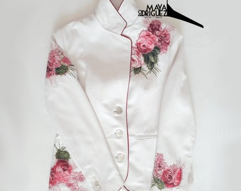 Jacket embroidered with flowers
