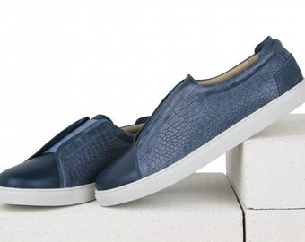 Leather croco shoes with a rubber band on the rise
