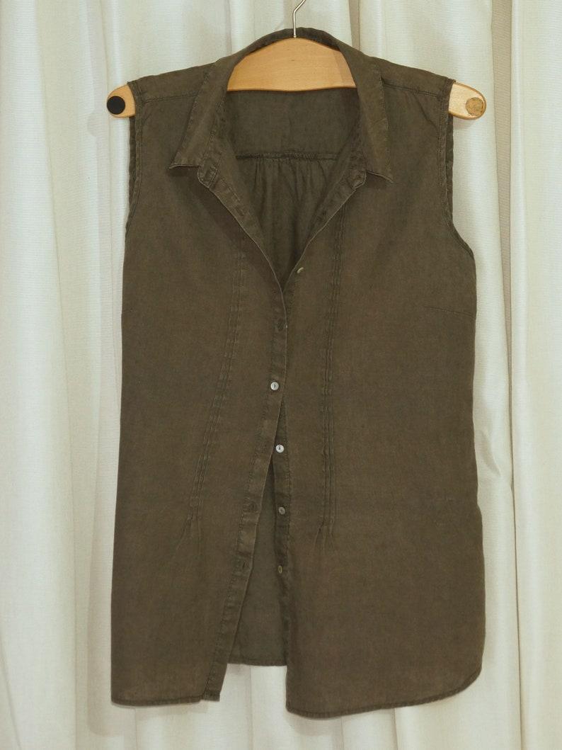 marked size 42 sleeveless Summer Blouse, Buttons down KHAKI Women/'s Blouse Linen