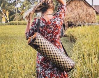 Handwoven Crossbody Straw Rattan and Leather Yoga Bag - Bali Style - Pilates mat Bag / Yoga mat bag /