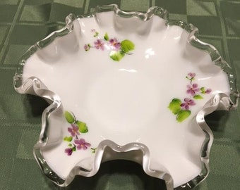 Fenton Silver Crest «Violettes dans la neige» Bon Bon plat-signé par l'artiste