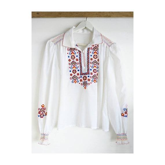 Sweet 70's Embroidered Hungarian Peasant blouse