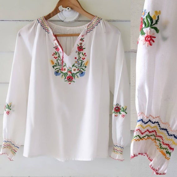 Sweet 70s Vintage Embroidered Peasant Blouse