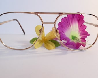 b6bb8413cdfe Vintage OLEG CASSINI Goldtone TITANIUM Eyeglasses Designer Used Frame made  in Japan