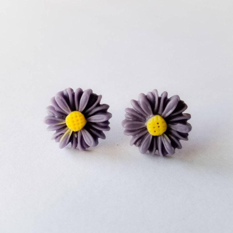 Dark Purple Daisy Earrings, Stud Earrings, Purple Flower Earrings, Cute  Flower Earrings