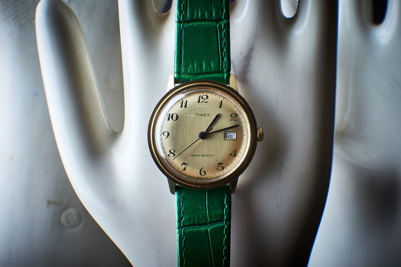 Elegant Classic 1970s Timex - mechanical hand-winding