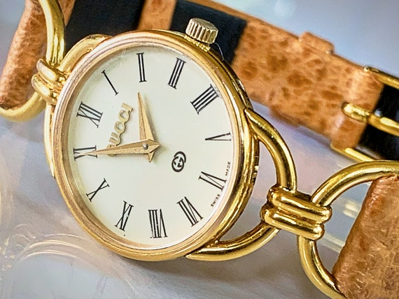 Gucci Dainty Bracelet Watch | Vintage 80s Gucci | Gold Plated | Posh Outfit Idea | Posh Accesorries | Dainty Jewelry | For a SPECIAL Woman