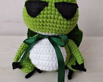 travel frog crochet knitted finished