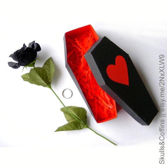 Sarg Mit Herz Fur Valentinstag Oder Gothic Hochzeitsgeschenke Etsy