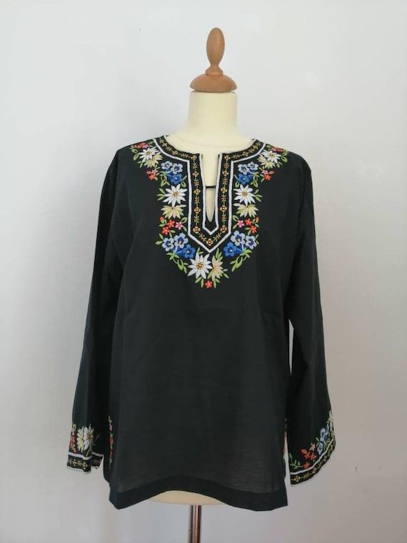 Hungarian peasant blouse, 70s blouse, vintage embr