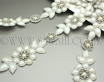 WHITE GEM RHINESTONE beaded trim,trimming,costume,sequin edging,stones,beads,fashion,art,crafts,sewing,embellishment,decoration