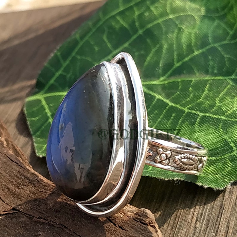 Natural Labradorite Gemstone Ring Texture Band Ring,Handmade Ring,Classic Ring,All Size Available 925 Sterling Silver Ring Blue Fire Ring