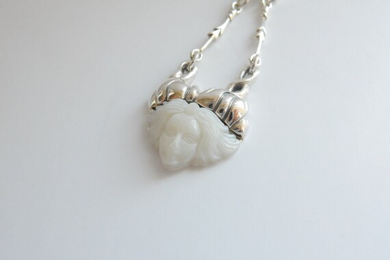 Art Nouveau Lady Pearl Necklace