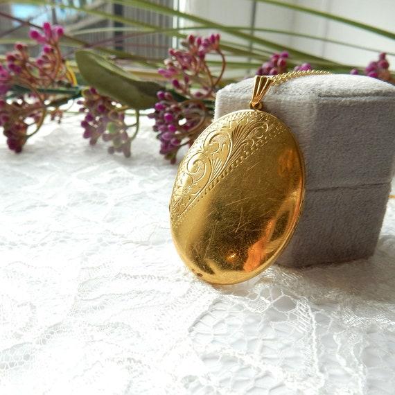 Large Vintage Rolled Gold Locket Keepsake Photo Lo