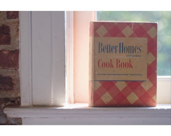 Rare 1947 Better Homes and Gardens Cookcook with illustrations