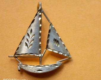 Vintage 14k Yellow Gold Michael Anthony Diamond Cut Sailboat Pendant