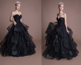 6349549eee16 Gothic Black Wedding Dress Sweetheart Corset Sleeveless Top A Line Flowy  Chiffon Skirt Black Lace Tulle Dress Unique Boho Custom Bridal Gown