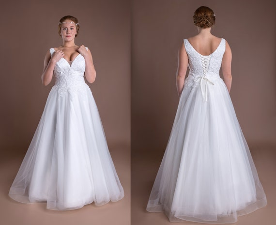 Flowy Ombre Wedding Dress Pregnant Bride Illusion Neckline Airy Crepe  Second Bridal Gown Plus Size Prom Dress 2019 Lace Top Ball Gown Ideas