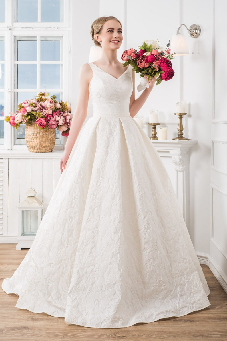 Ball Gown Simple Rustic Wedding Dress Plus Size Maxi Dress V-neck Dress  Floor Lenght Wedding Dresses Romantic A-line Bohemian Wedding Dress