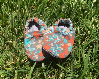 Adorable flower baby booties, speing and aunner baby booties , soft cotton baby booties