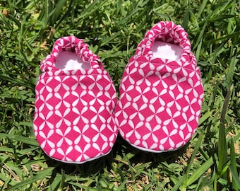 Adorable magenta baby booties , girly baby booties, cotton baby booties, washable baby booties